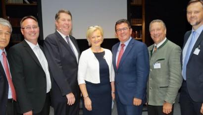 Die Vereinigung der Bayerischen Wirtschaft stellt Tourismusstudie vor
