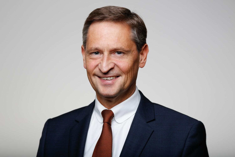 """Vertritt: Handelsverband Bayern """"Oberbayern ist eine starke Urlaubs- und Einkaufsdestination. Diese Attraktivität gilt es zu bewahren und auszubauen. Dazu müssen alle Akteure an einem Strang ziehen. Gemeinsam sind wir stärker."""""""