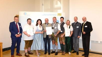 """Neue Betriebe erhalten das Qualitätssiegel """"Ausgezeichnete Bayerische Küche"""" und """"Ausgezeichnete Bayerische Bierkultur"""""""